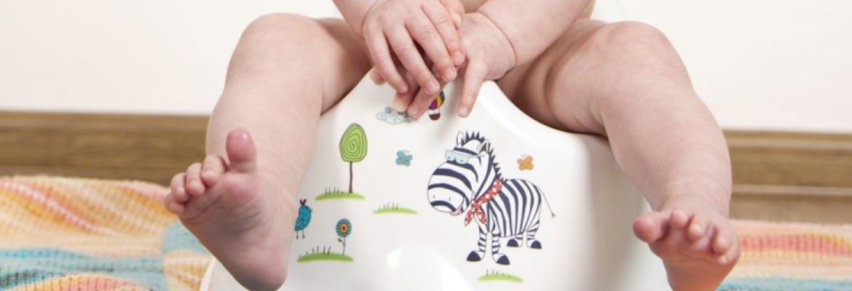 Togliere il pannolino - bimbo sul vasino