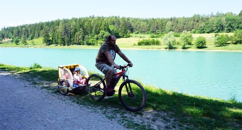in bicicletta ai due laghi di coredo con i bambini