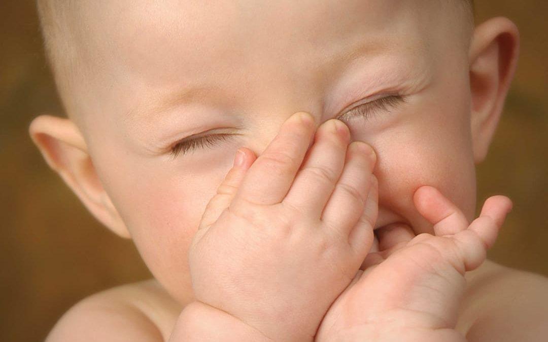 Lavaggi nasali neonato: sai come farli?