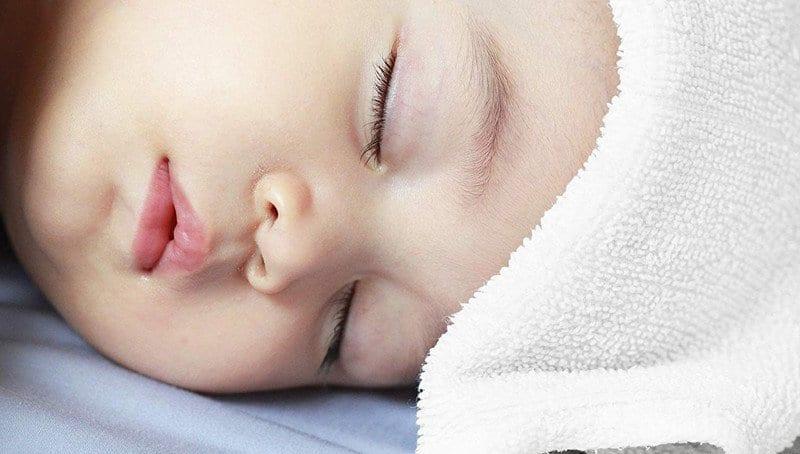 come abbassare la febbre neonato