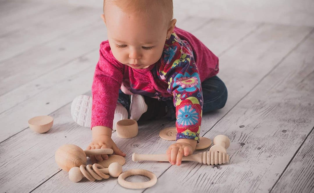 Il cestino dei tesori: come intrattenere un neonato