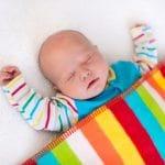 Come devono dormire i neonati: consigli per la nanna sicura